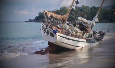 Кораблекрушение прогулочного катера