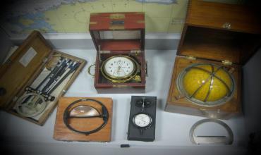 Штурманские приборы и инструменты