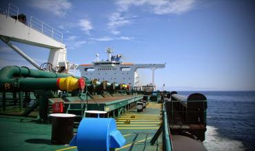Центральный манифолд нефтяного танкера