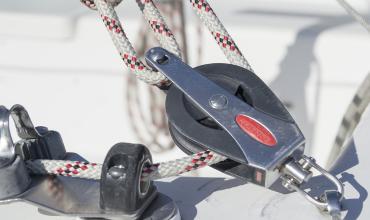 Влияние гребного винта регулируемого шага (ВРШ) и руля на управляемость судна