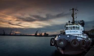 Снятие судна с мели при помощи других судов