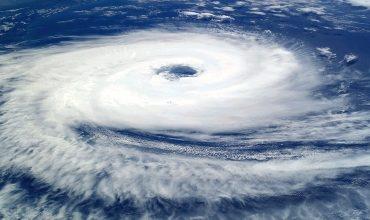 Правила расхождения судна с центром тропического циклона