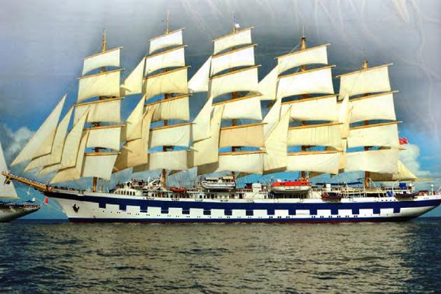 """Современный пятимачтовый корабль """"Королевский клипер"""" с поставленными между мачтами дополнительными парусами - стакселями"""