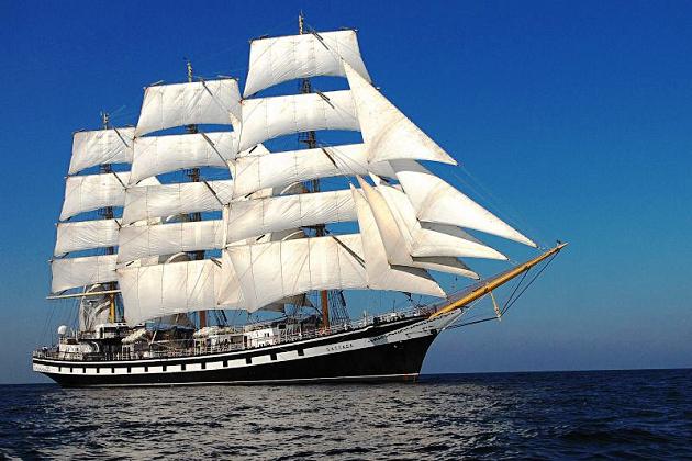 Российский учебный фрегат (корабль)«Надежда» в полном парусном вооружении