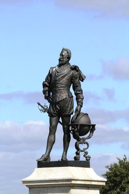 Памятник Фрэнсису Дрейку в Плимуте, Англия