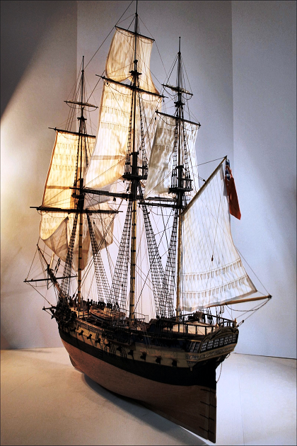 Современная модель трехмачтового фрегата