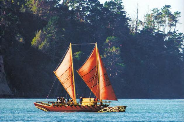 """Современная вариация традиционного гавайского катамарана, именуемого """"докулеа"""". 2009 г."""