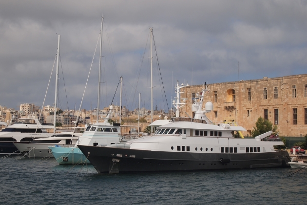 Моторная яхта Berzinc