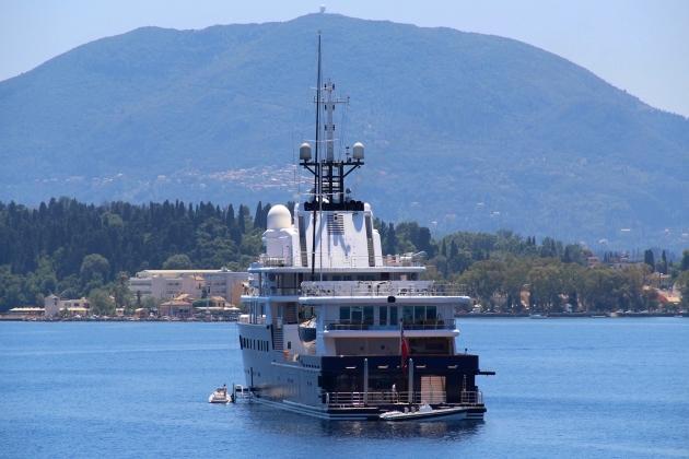 Ремонт корпуса моторной яхты Le Grand Bleu