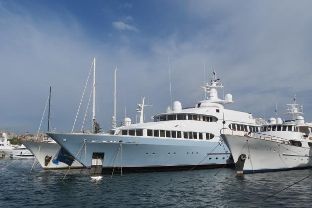 Ремонт корпуса моторной яхты Samax