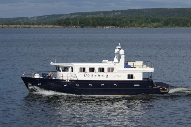 Ремонт корпуса моторной яхты Вольный