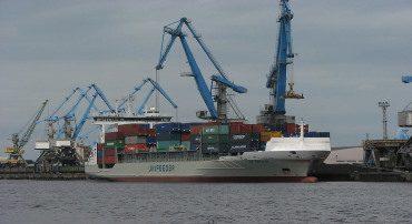 Изменение технологии грузовых работ и перевозки грузов — определяющий фактор в развитии конструктивных типов судов